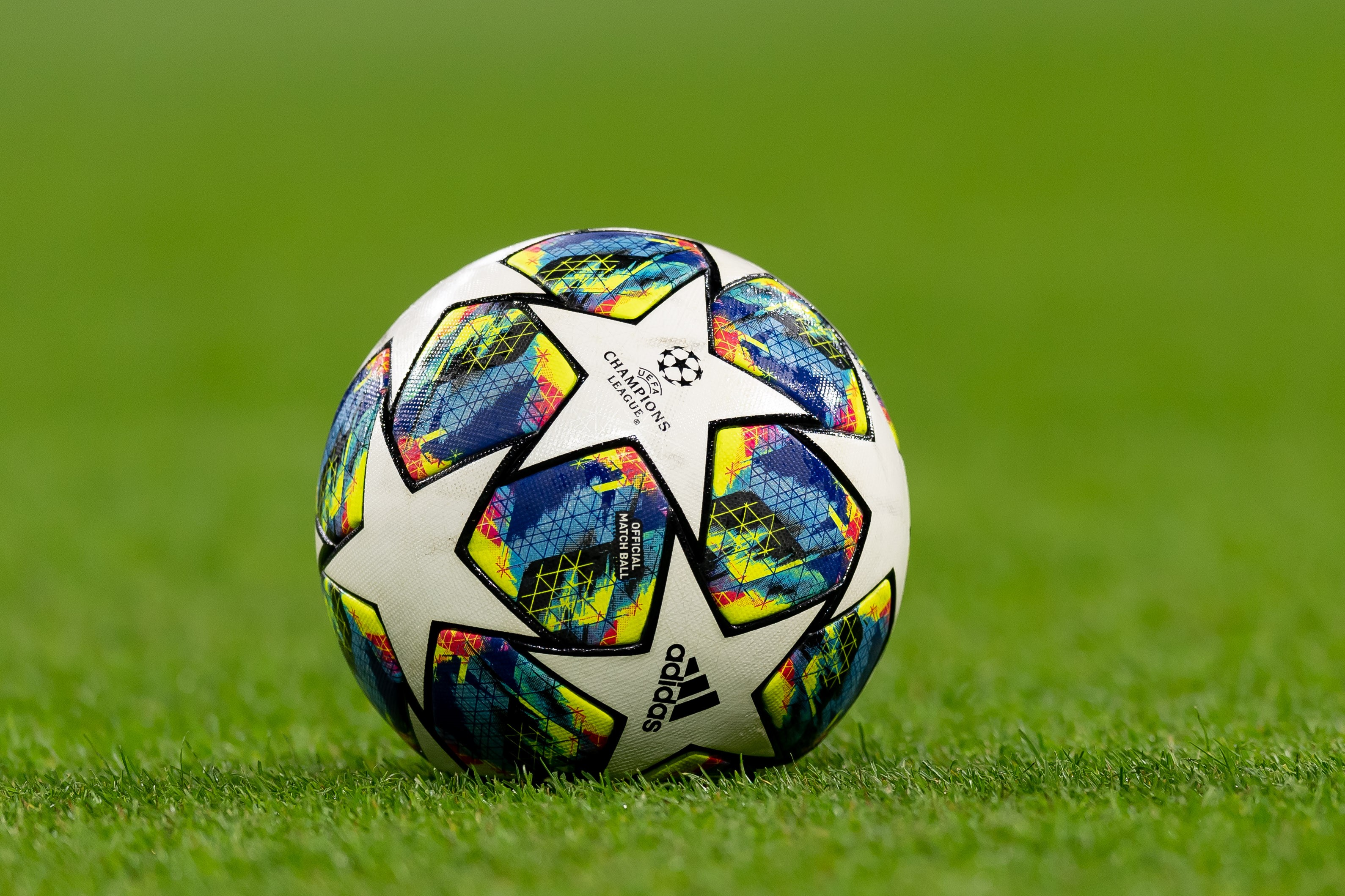 Balón de la Champions League 2019/2020 - Superlive