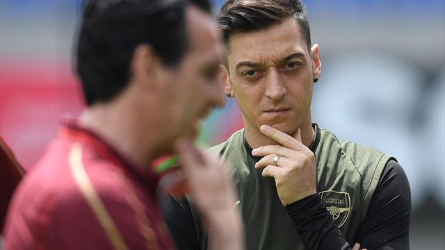 Ozil ignores Emery in Twitter post as other Arsenal players thank former boss