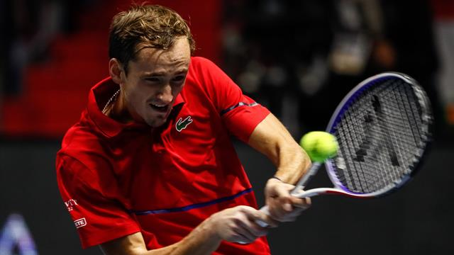 Медведев победил на турнире в Санкт-Петербурге и взял третий титул в сезоне