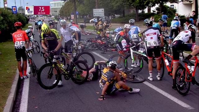 Настоящий ад на трассе Тура Хорватии: в завал попали несколько десятков гонщиков