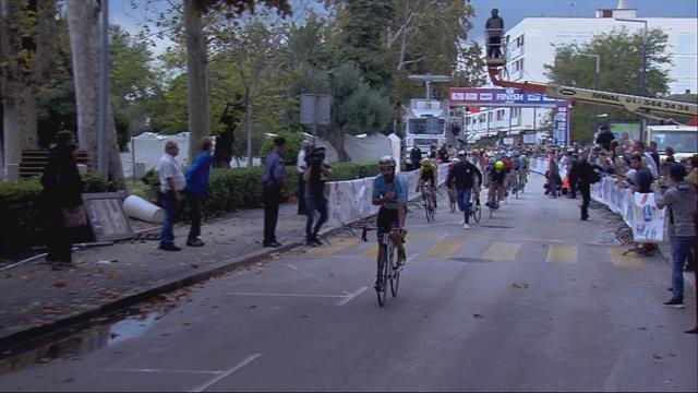 Гений бежал по трассе перед финишем на Туре Хорватии. Ты знаешь, что было дальше