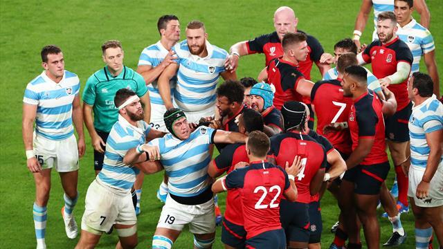 England down 14-men Argentina to reach quarter-finals