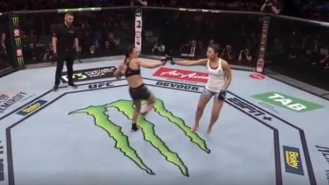 Боец UFC подло ударила соперницу во время приветствия и тут же поплатилась