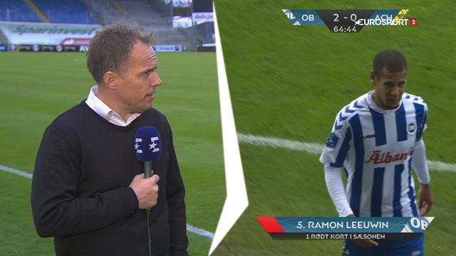 Hele stadion kunne høre det klask, det gav: Jakob Michelsen forsvarer det røde kort til Leeuwin