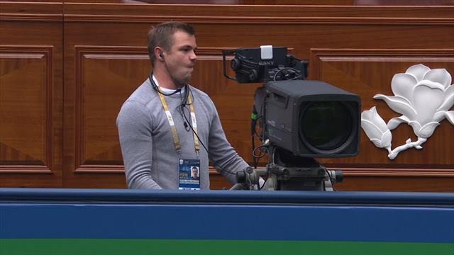 El pelotazo de Zverev a un cámara en toda la cara que te dolerá a ti más que a él