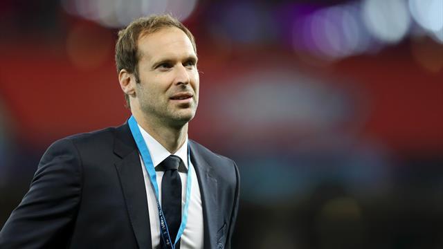 WTF - Petr Cech sort de sa retraite pour devenir gardien de... Hockey