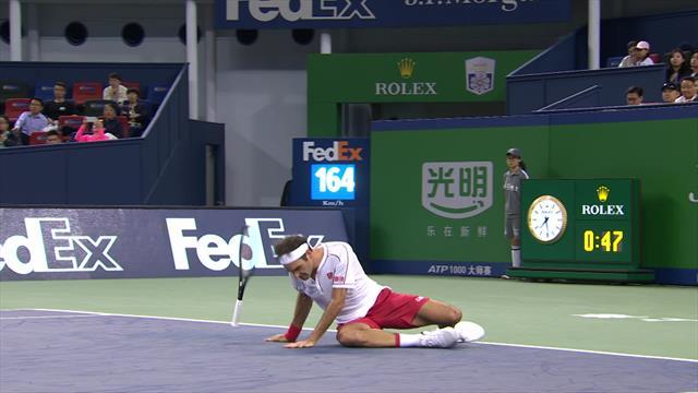 Федерер опасно оступился и едва не получил травму в матче с Гоффеном