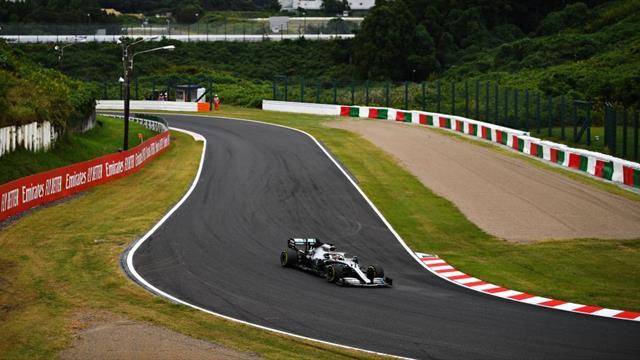 Mercedes domine les premiers essais