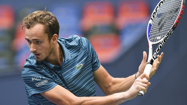 Fognini a fait le show, Medvedev a assuré la victoire : le résumé du match en vidéo