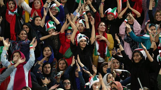 Joyous scenes and 'Icelandic thunderclaps' as Iranian women attend first football match