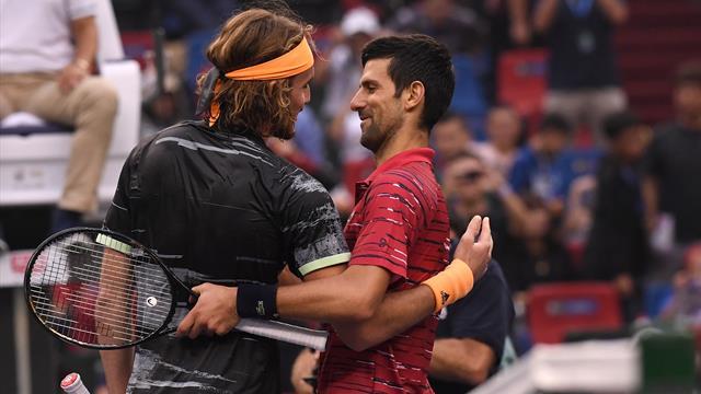 Djokovic eliminato da Tsitsipas! Il greco festeggia la qualificazione alle Finals