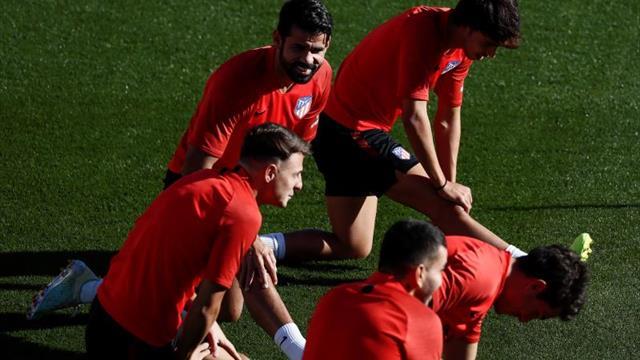 Costa vuelve a entrenar con el grupo