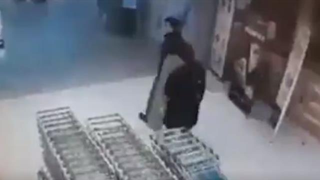 Подростки украли из магазина картонную фигуру Хабиба