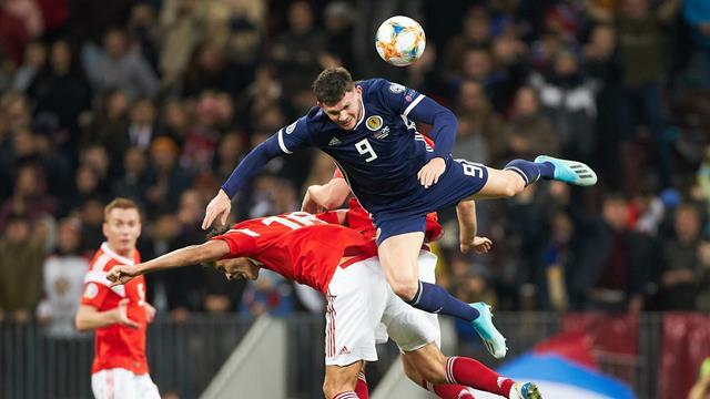 Игрок сборной Шотландии был госпитализирован после матча с Россией. В его моче обнаружили кровь
