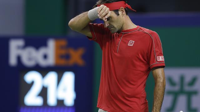 Un nervoso Federer eliminato da Zverev nei quarti