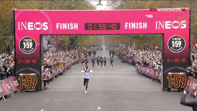 Eliud Kipchoge è nella storia: il keniano corre la distanza della maratona sotto le 2 ore!