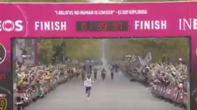 Кипчоге первым пробежал марафон менее чем за 2 часа но рекорд не засчитают