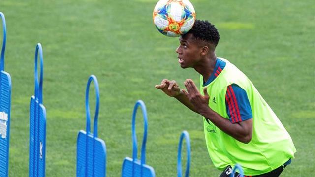 Ansu Fati completa su primer entrenamiento con la selección española Sub-21
