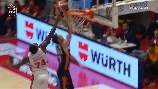 Non sarà LeBron James, però... Che stoppata in chase-down di Carl Wheatle
