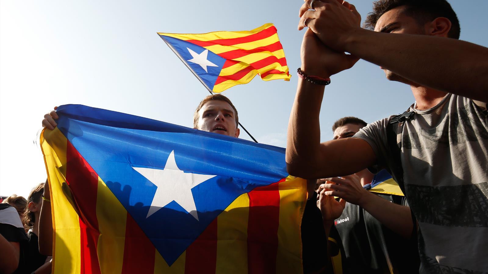 «Барселона» призвала освободить лидеров движения за независимость Каталонии