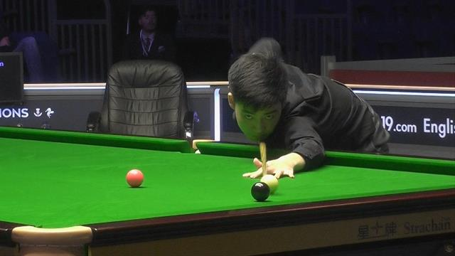 Watch: 17-year-old shocks defending champion Bingham at English Open