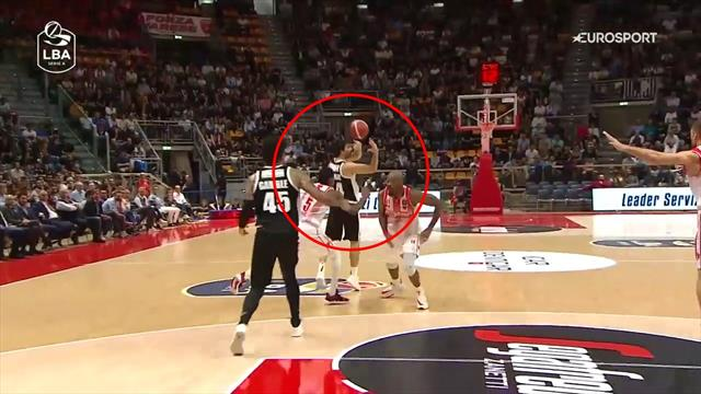 Milos Teodosic con una visione pazzesca: splendido assist dietro la testa per Julian Gamble