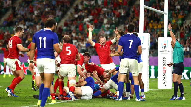 Dramatic late try sends Wales through against 14-man France