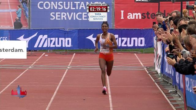 Degitu Azimeraw breaks Amsterdam course record to win in her debut marathon