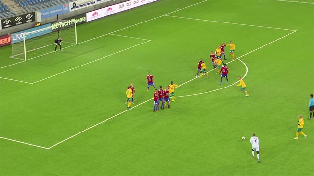 Вратарь из второй лиги Норвегии залепил мяч со штрафного на 89-й минуте. Его команда вырвала 3 очка