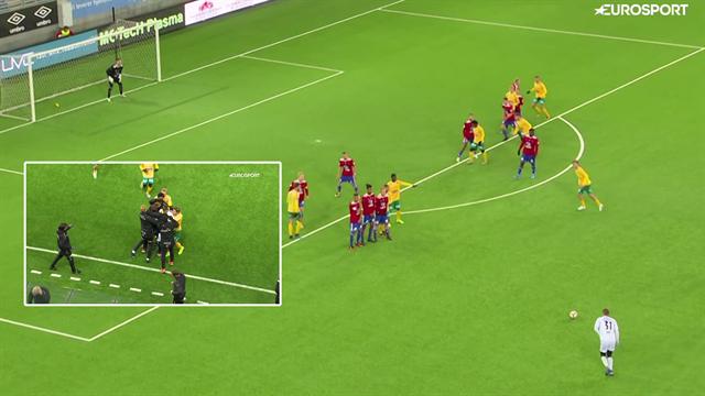 Bedre end Beckham? Norsk målmand scorer vanvittig frisparkskasse i 89. minut