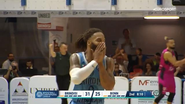 Adrian Banks è semplicemente dominante contro il Telekom Baskets Bonn