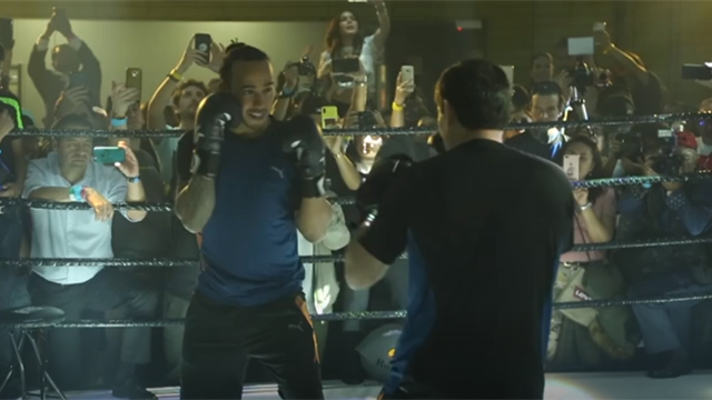Hamilton tries boxing with legend Chavez ahead of Mexican GP
