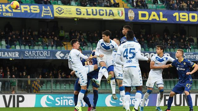 Verona - Brescia, cori contro Balotelli: partita sospesa per alcuni minuti