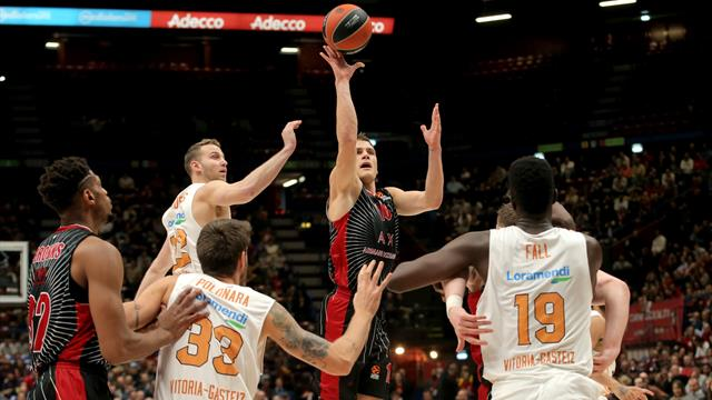 L'Olimpia Milano continua a sognare in vetta battuto il Baskonia 81-74 sesta vittoria in fila