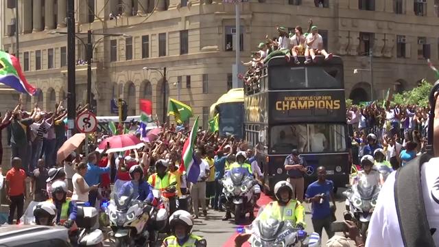 В ЮАР прошел чемпионский парад сборной, победившей Англию в финале Кубка мира