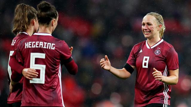 Dank Last Minute Treffer Dfb Frauen Triumphieren In Wembley