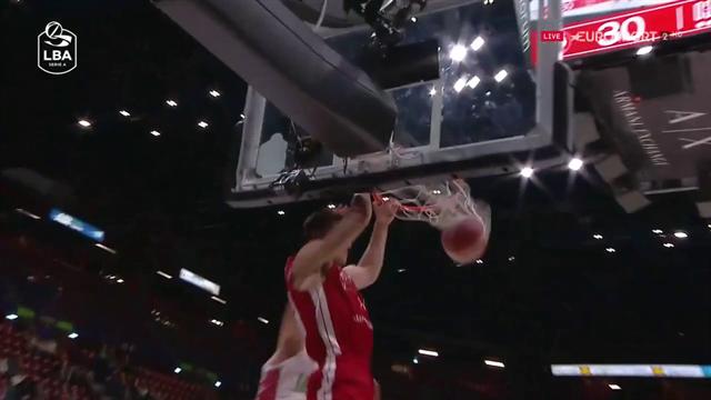 Come attaccare la zone-press: Nemanja Nedovic alza per la schiacciata di Kaleb Tarczewski