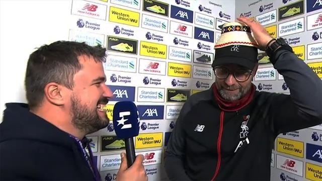 Überraschung im Interview: Klopp bekommt lustigen Hut