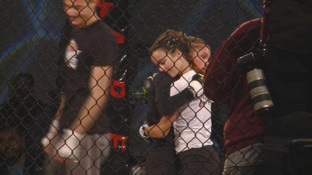 12-летние девочки подрались на MMA-турнире в США. Видео боя похоже на заварушку школьных подруг