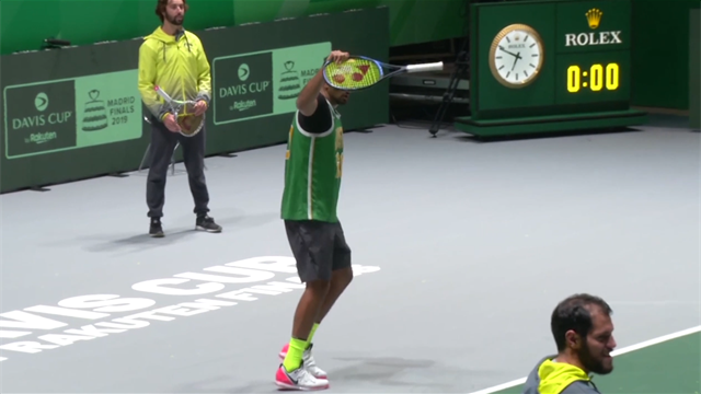 Copa Davis 2019: Kyrgios comienza su show en Madrid con golpes con el mango de la raqueta