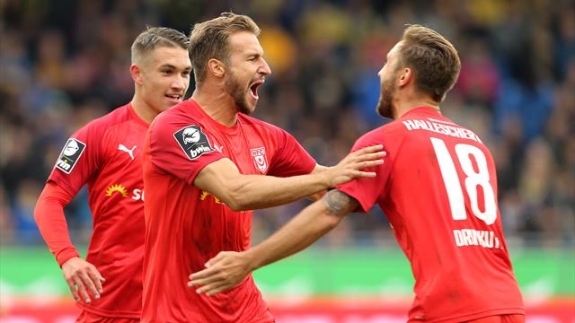 Halle bleibt oben dran: Klarer Sieg im Derby