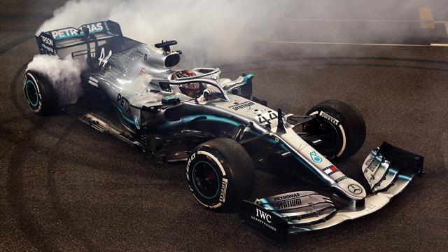 Lewis Hamilton et Valentino Rossi ont échangé leurs machines !