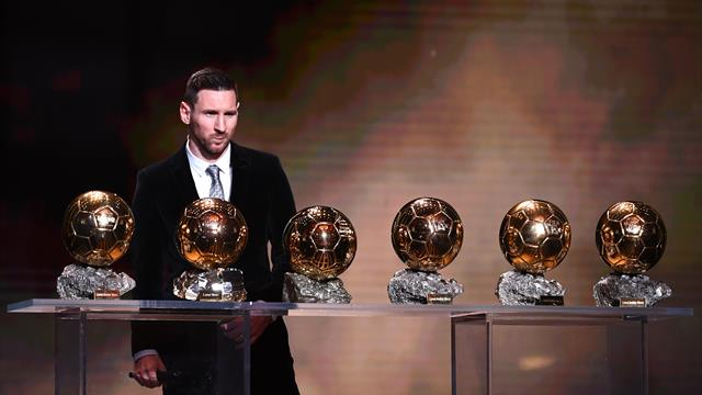 Lionel Messi vince il Pallone d'Oro per la sesta volta: è il più titolato di sempre