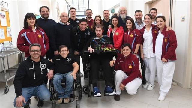 Lo Cicero e i campioni della palla ovale dal rugbista disabile dopo l'incidente