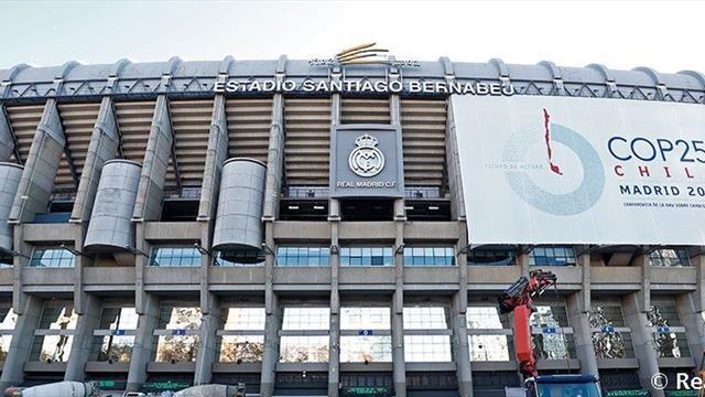 El Real Madrid se une a la Cumbre del Clima, con una lona ecológica en la fachada del Bernabéu