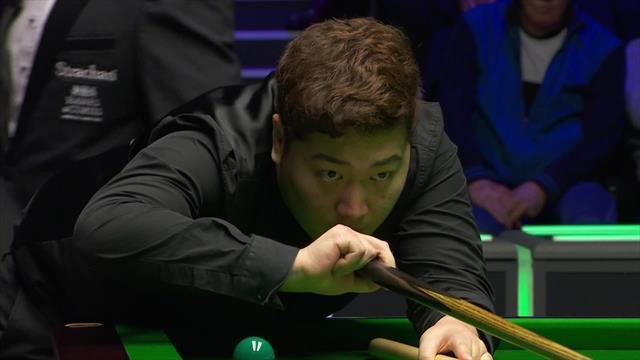 Yan Bingtao opens up five frame-lead over Neil Robertson