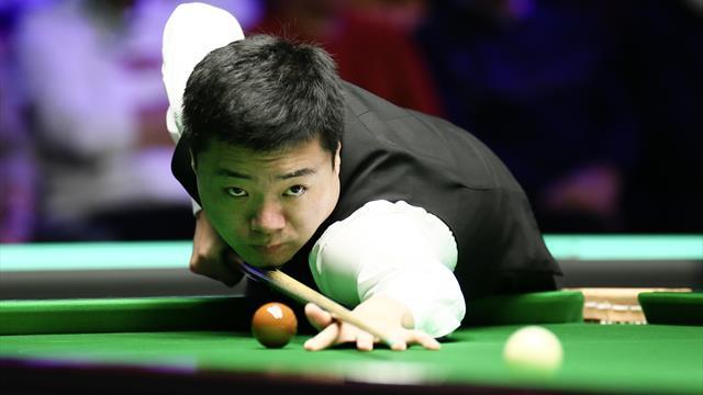 !Inusual! Ding manda la bola fuera de la mesa en la final del UK Championship