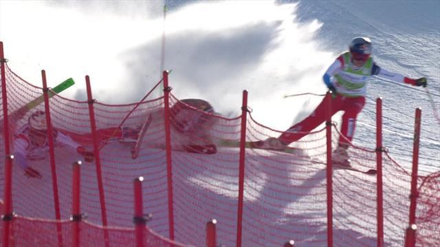 Жестокое падение лыжницы в ски-кроссе, в результате которого она сильно разбила лицо о склон
