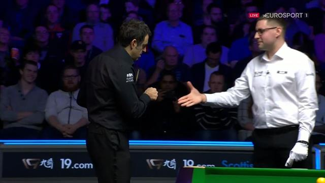 'I'm a bit OCD with germs' - O'Sullivan on referee fist bump