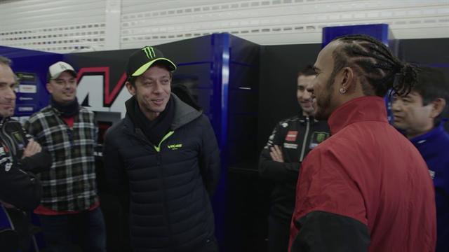 MotoGP | Rossi en Hamilton wisselen van machine
